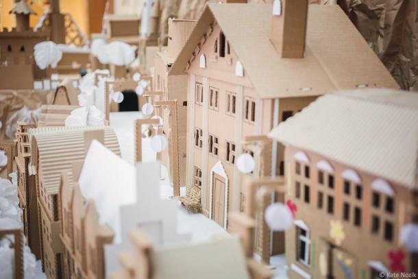 miniature-cardboard-town_14180352491_o-610x407