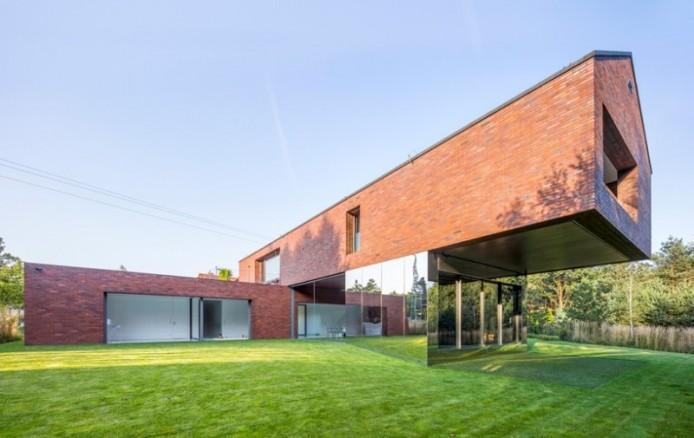 kwk-promes-living-garden-house-in-katowice-poland-designboom-01-818x516-694x438